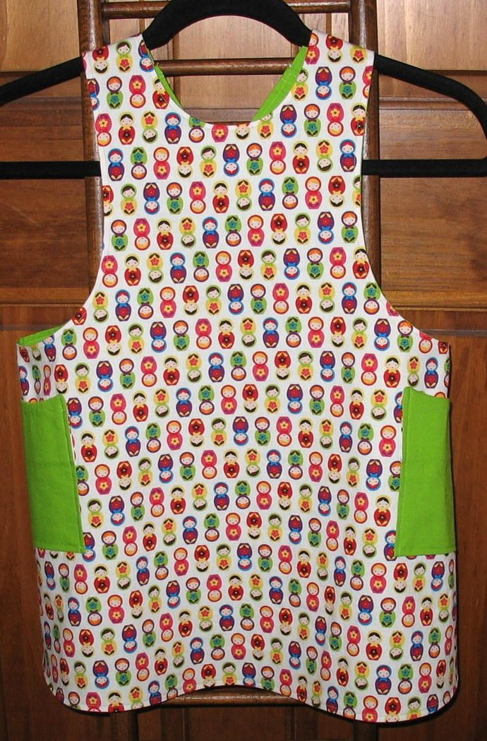 Girl's Sm (4/5) Cross back apron/pinafore fully lined or reversible