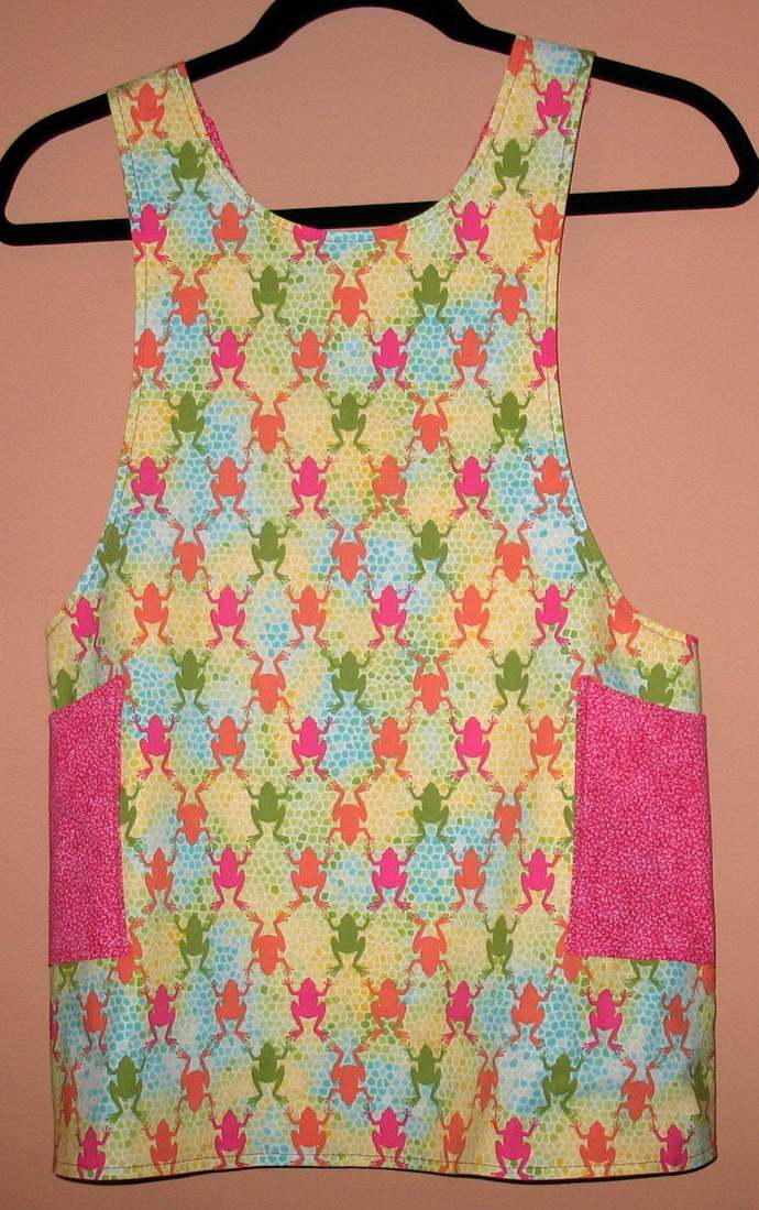 Girl's M (6/8) Cross back apron/pinafore fully lined or reversible