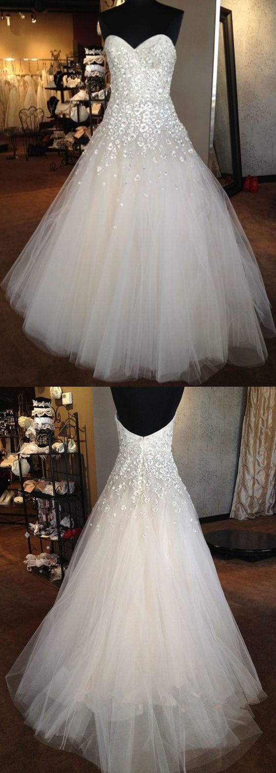 Charming Sweetheart neck Tulle Wedding Dress with Appliques