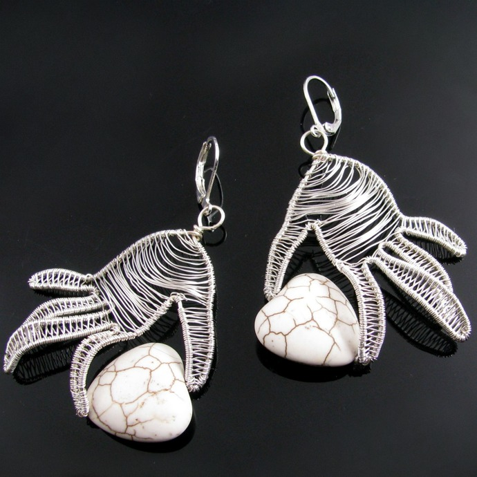 Wire woven hand earrings with magnesite hearts