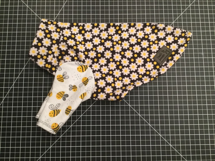 SMALL 2 LEG BEES AND DAISY JAMMIE