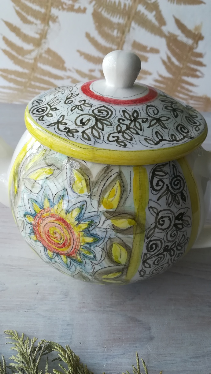 Teapot inspired in ancient Portuguese pottery from the 17th century with
