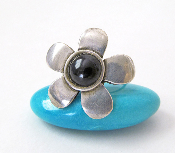 Sterling Silver Flower Ring with Black Onyx Gemstone - Mod Retro Vintage Earthy