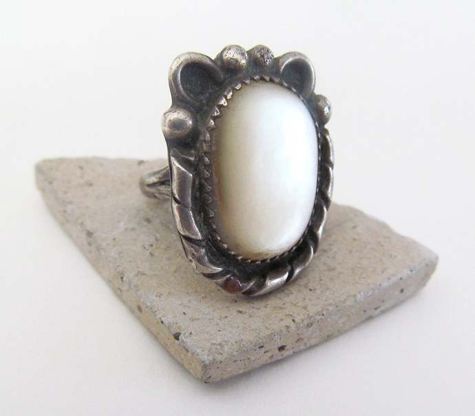 Mother of Pearl Sterling Silver Ring - Vintage Southwestern Jewelry - Silver