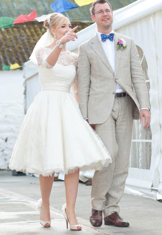 1950s Short Lace Wedding Dresses Bateau Half Sleeve Knee Length Garden Beach