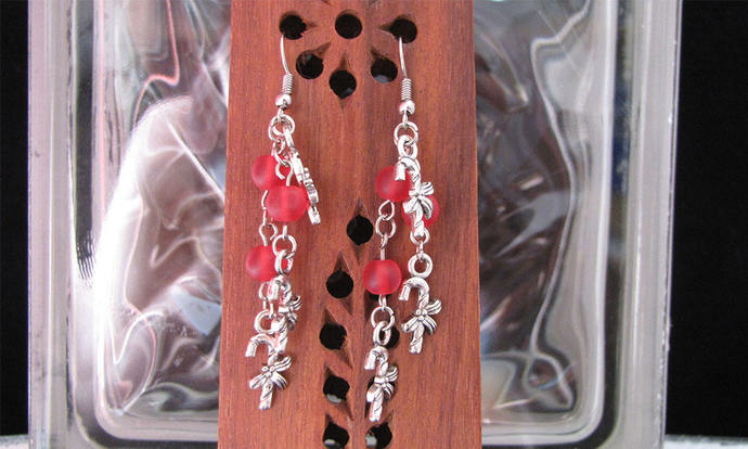 Candy cane charm clusters with red frosted glass Earring Set - Item Number 5487