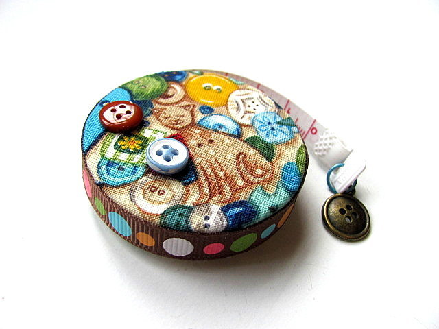 Retractable Tape Measure Mixed Buttons and A Cat Pocket Measuring Tape