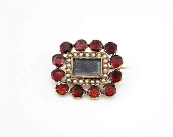 Victorian 9ct Gold Garnet & Seed Pearl Mourning Brooch  - Hallmarked