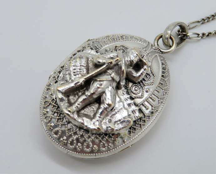 Rare Antique Victorian Revolutionary war style Soldier double Locket with relief