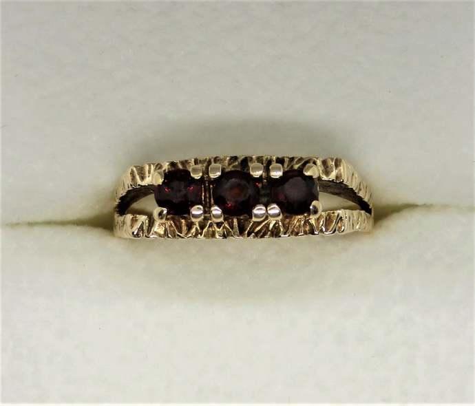Antique 9ct Yellow Gold three Stone Garnet Ring - 1897