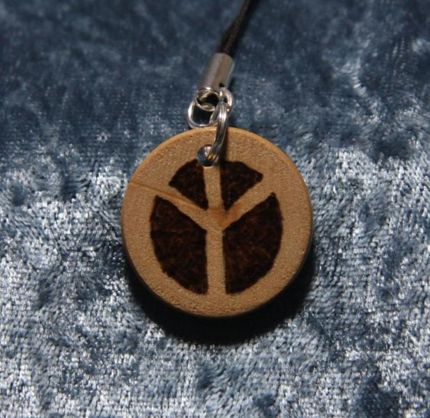 Small wooden charm ~ Peace sign - TPA
