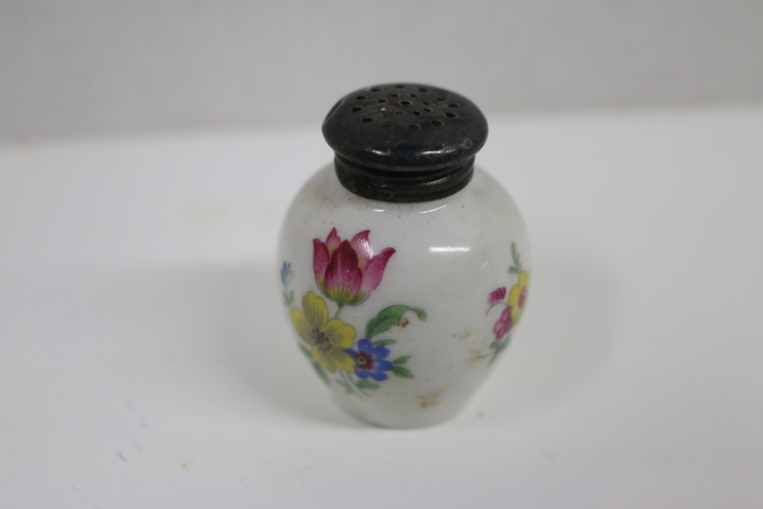 Matching Vintage salt and pepper shaker, tiny shaker, china vintage  shaker,
