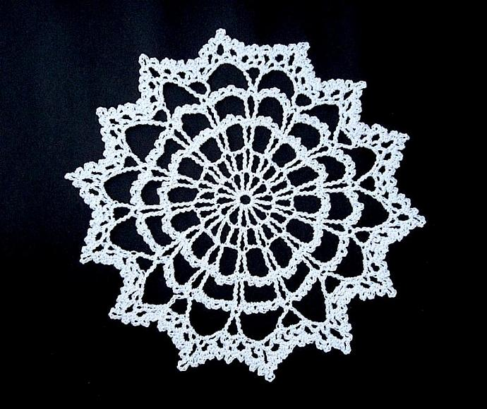 New Handmade Old-fashioned Crocheted White Cotton Cloth Doily for sale