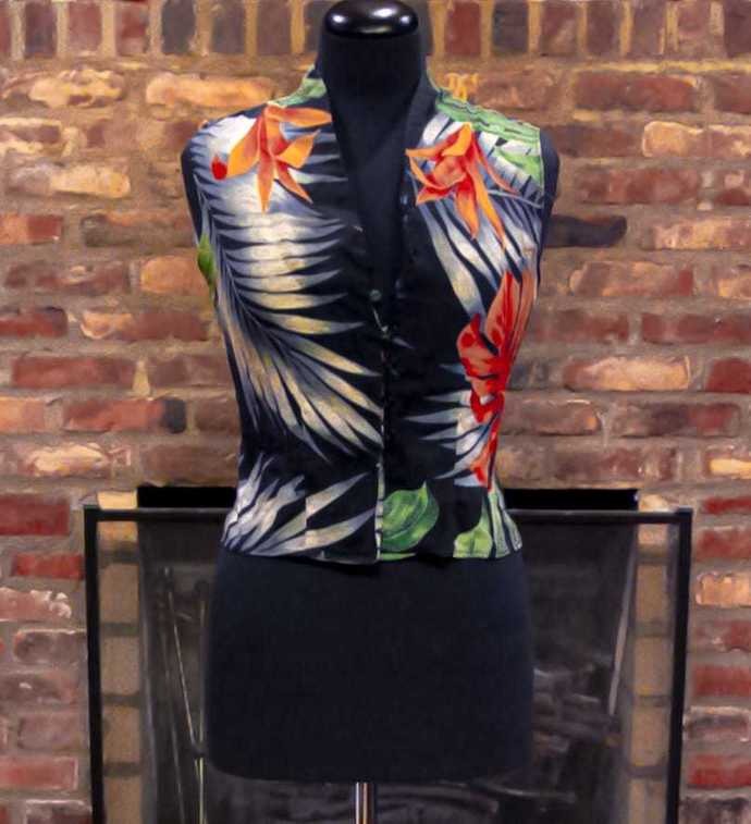 Beautiful vest, tropical, extremely soft fabric, versatile; good to wear on a