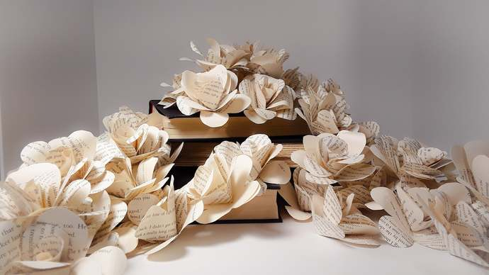 Book Page Paper Flowers without Stems, Book Roses, Guest Table Centerpieces,