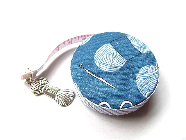 Measuring Tape Crochet Hooks and Yarn Retractable Pocket Tape Measure