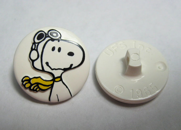 Snoopy with Scarf Goggles Sewing Button Peanuts Gang Charles M Schulz