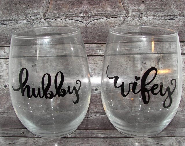 Hubby wifey  glass set, custom couple  glass set , for the bride and groom,