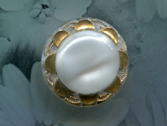 Vintage MEDIUM White Moonglow Button, 50's
