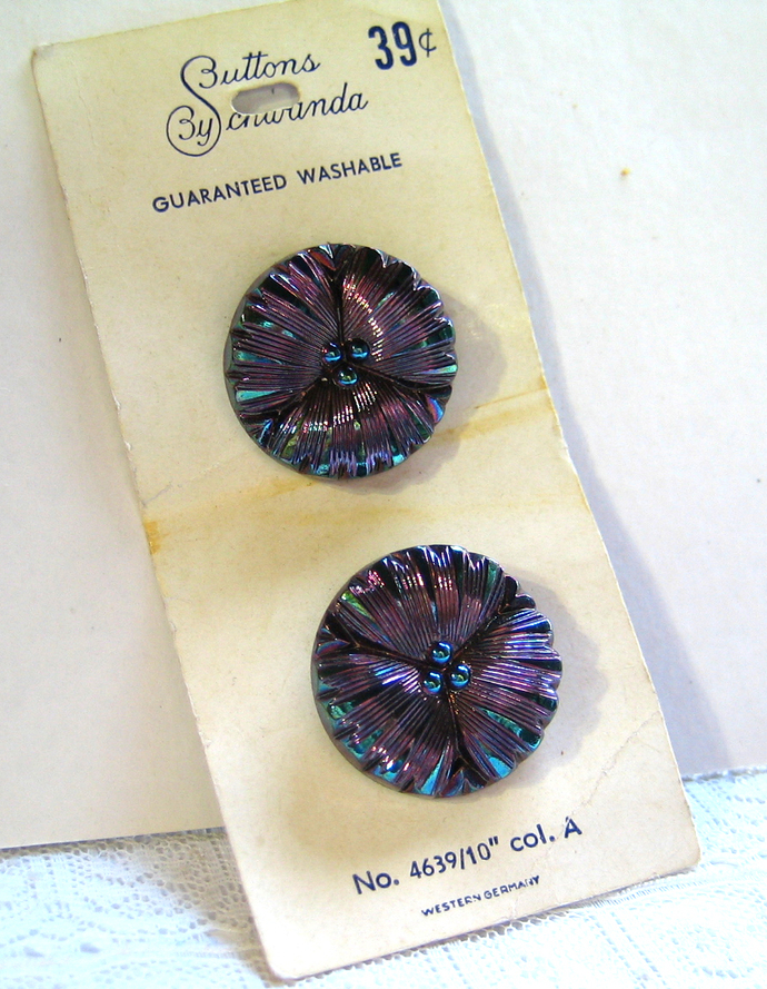 Beautiful Orig card of Flower Black Glass Buttons with Iridescent Luster 4639-10