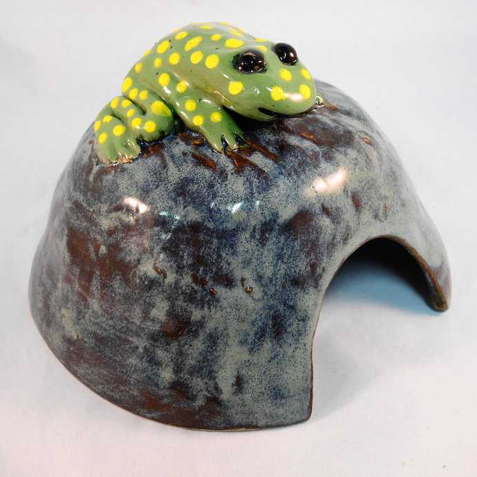 Toad Home, Handmade Pottery Toad Abode, Wymsical Toad House For Our Friendly