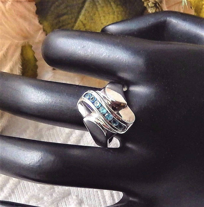 Sale.......Vintage Signed .925 Sterling Silver & Blue Topaz Ring Size 8