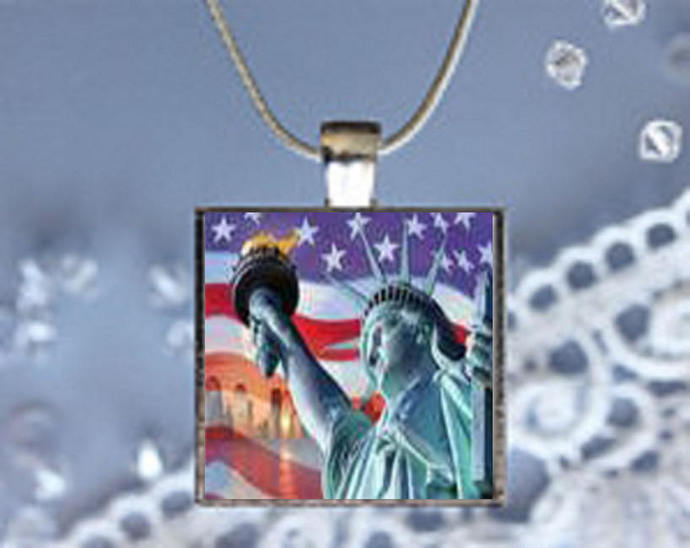 Pendant Necklace New York Statue of Liberty