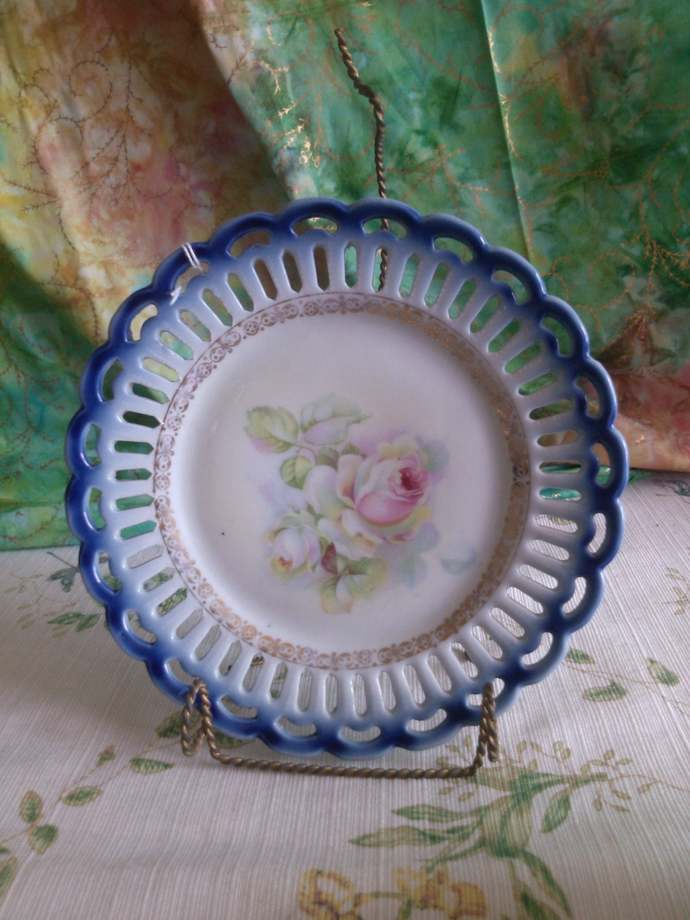 Small Cookie Plate with Roses and Double Cut-Out Blue Border