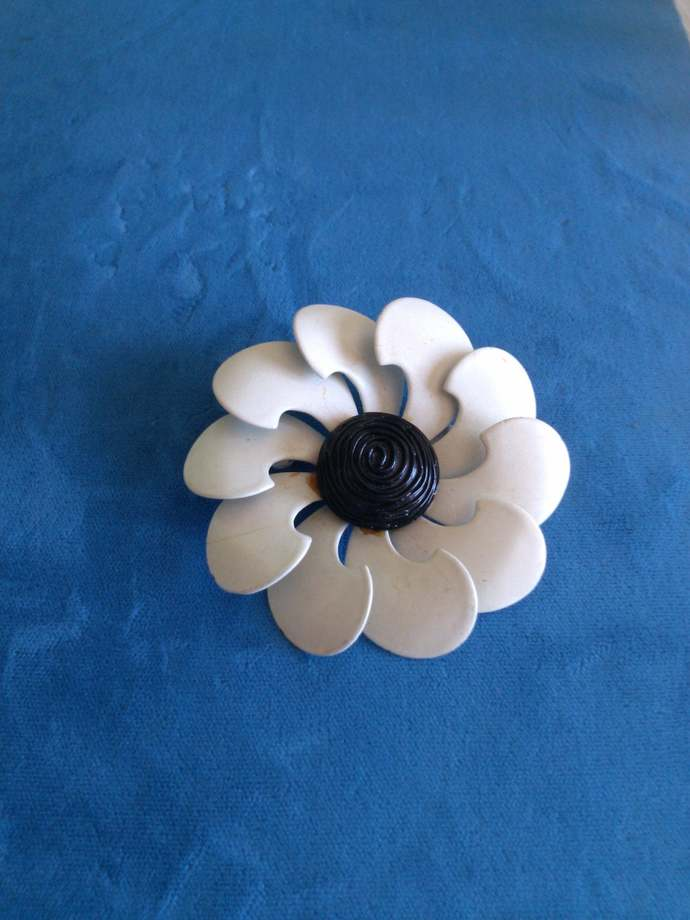 Mod Style 1960's White and Black Flower Pin
