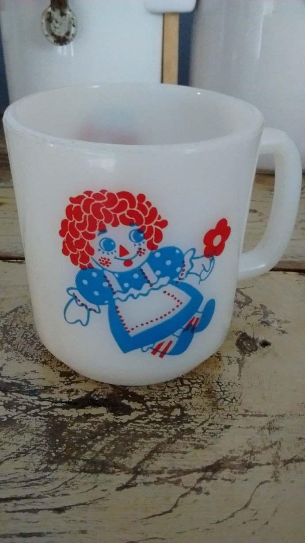 Original Vintage Raggedy Ann and Andy Milk Glass Coffee Mug