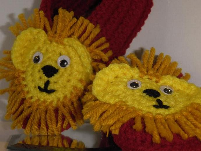 Harry Potter Gryffindor LION slippers- size 6