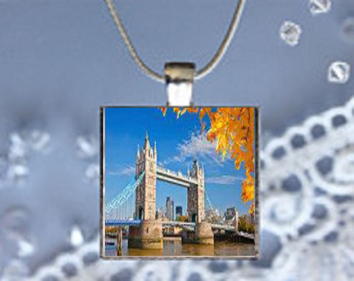 Pendant Necklace Travel London