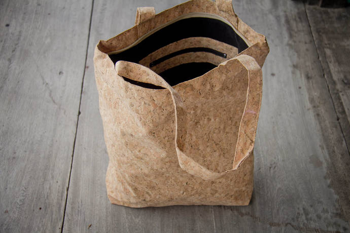 Tote bag handmade from cork, sustainable shoulder bag with zipper, vegan