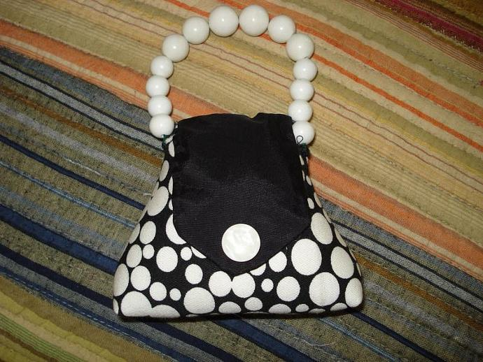 Pincushion - Purse HOT White Dot