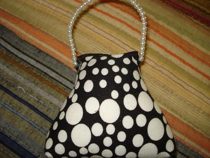 Pincushion - Small Purse HOT White Dot