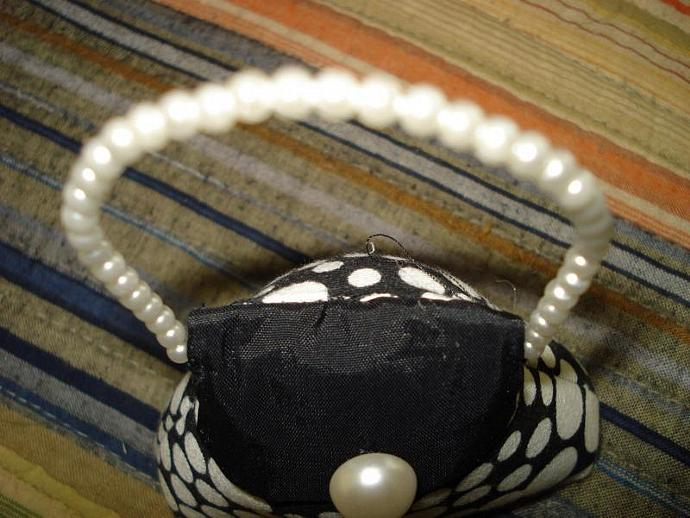 Pincushion - Small Purse HOT White Dot