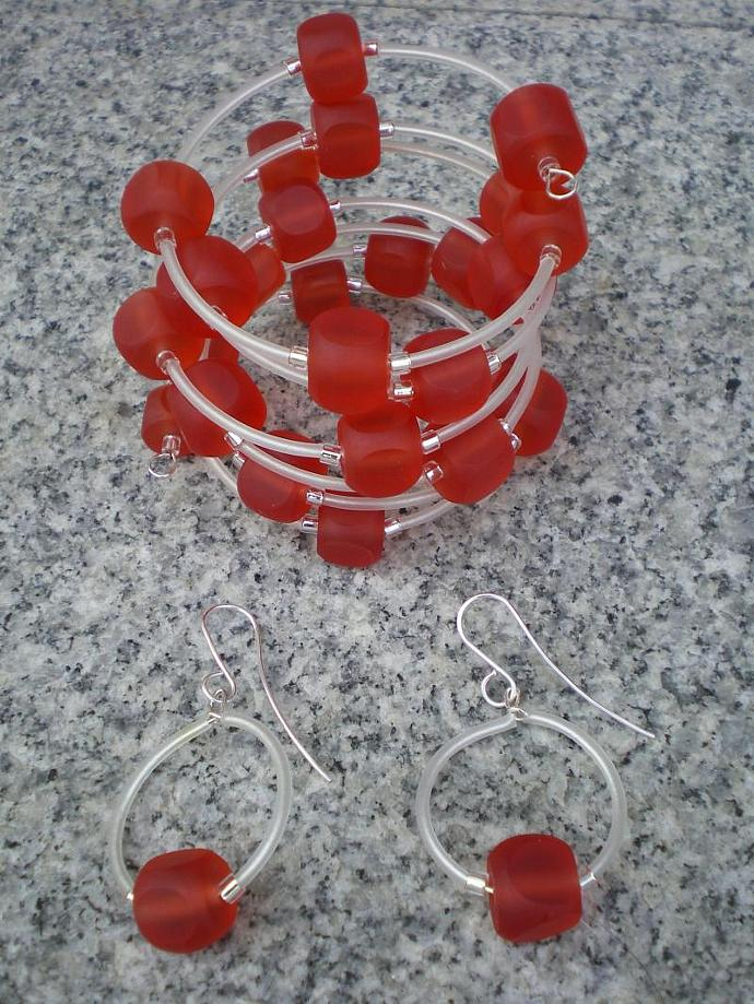 Red resin bracelet set