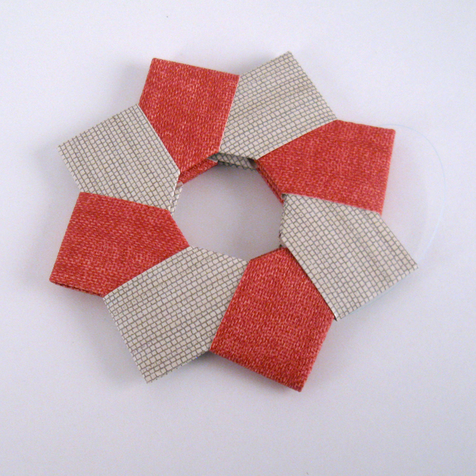 Origami Wreath Christmas Ornament Beige Red Textured Wallpaper