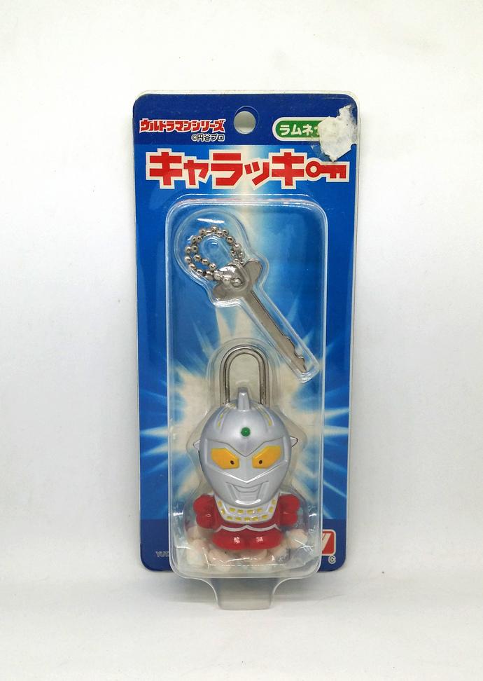 Ultraman Ultra-Seven Plastic Decorative Lock With Key - Japanese Anime Keychain