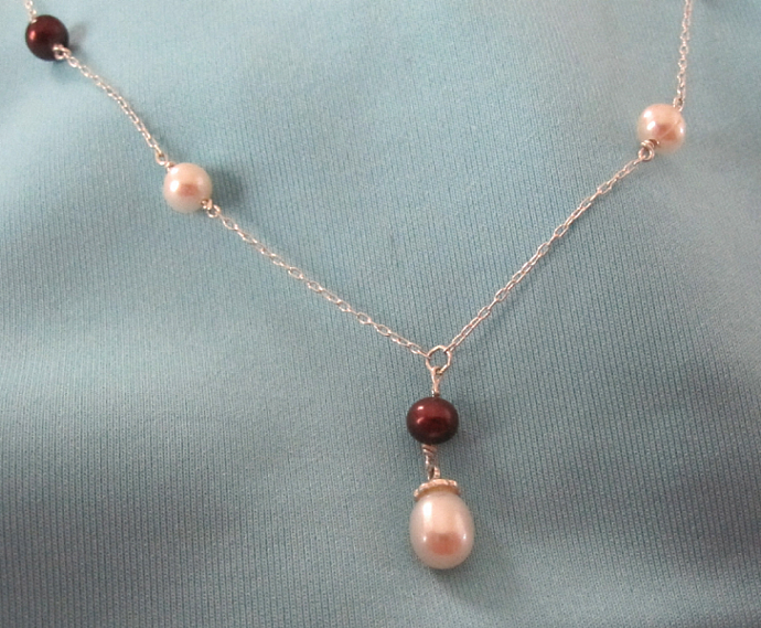 """18"""" Freshwater Cultured White/Red Pearl Necklace"""