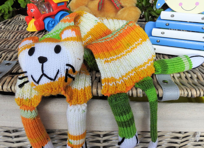 Hand Knitted Child's Green And Yellow Cat Scarf - FREE SHIPPING