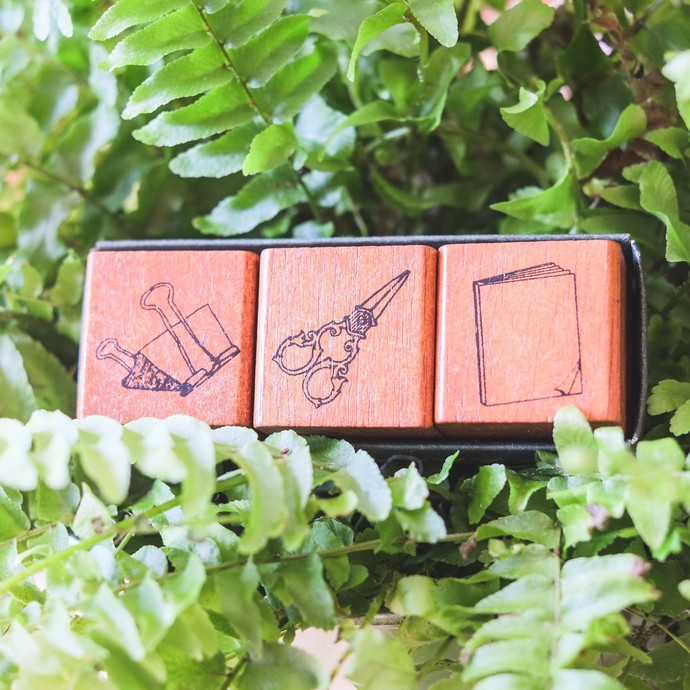 Fun & Joy wooden stamp set in a cardboard tray - Stationery Tools - set of 3 -