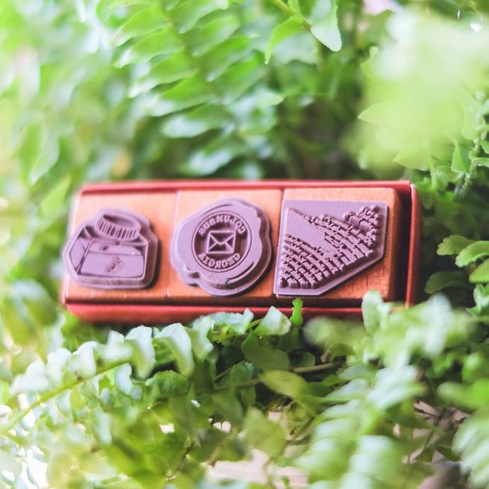 Fun & Joy wooden stamp set in a cardboard tray - Correspondence - set of 3 - 2.4