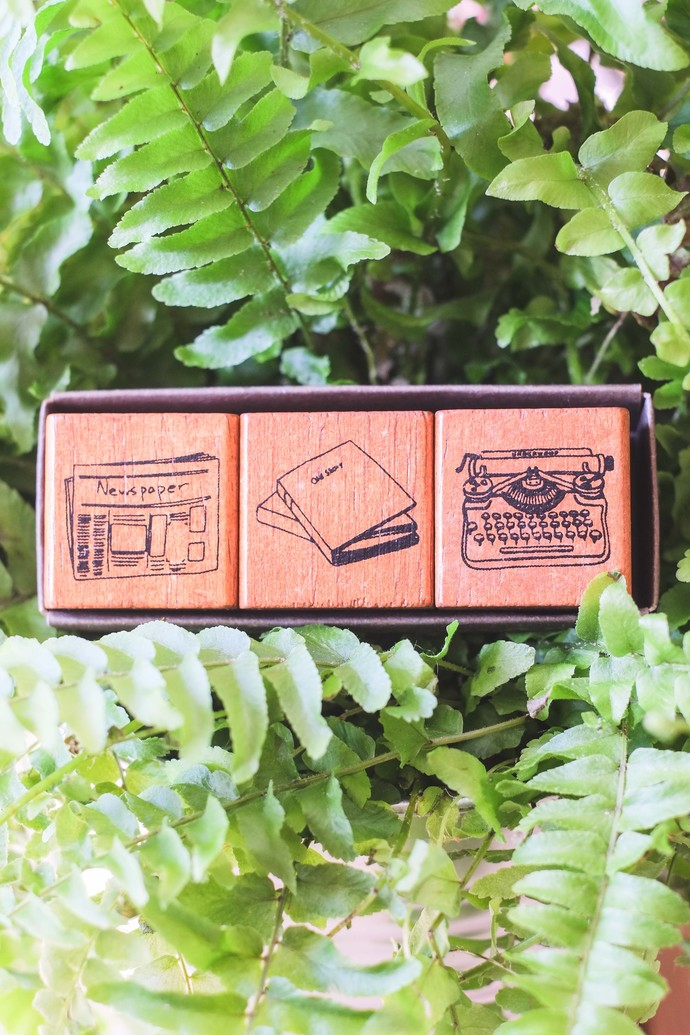 Fun & Joy wooden stamp set in a cardboard tray - Typewriter & Paper Goods - set