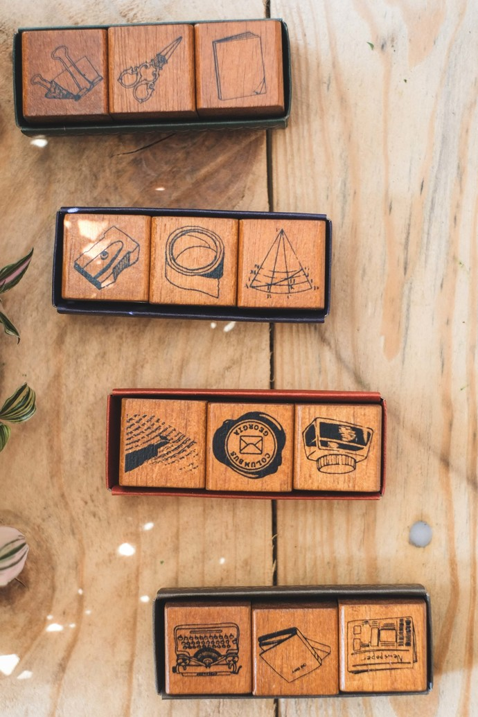 Fun & Joy wooden stamp set in a cardboard tray - Maths - set of 3 - 2.4 x 2.4 cm