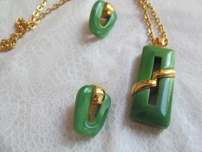 Trifari signed vintage faux Jade pendant necklace and matching earrings