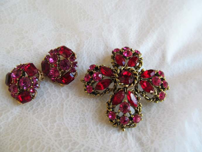 WEISS Signed Vintage Red rhinestone brooch and matching earrings