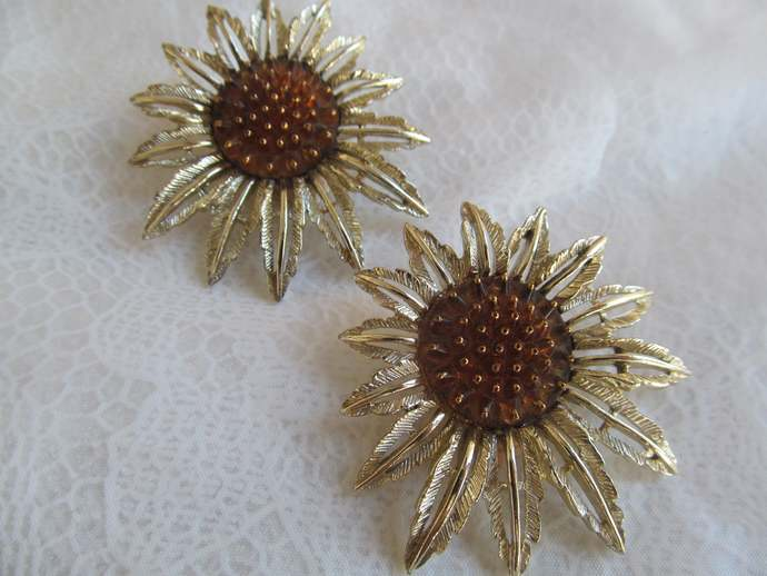 SARAH COV Signed vintage earrings Star Burst pattern from 1961