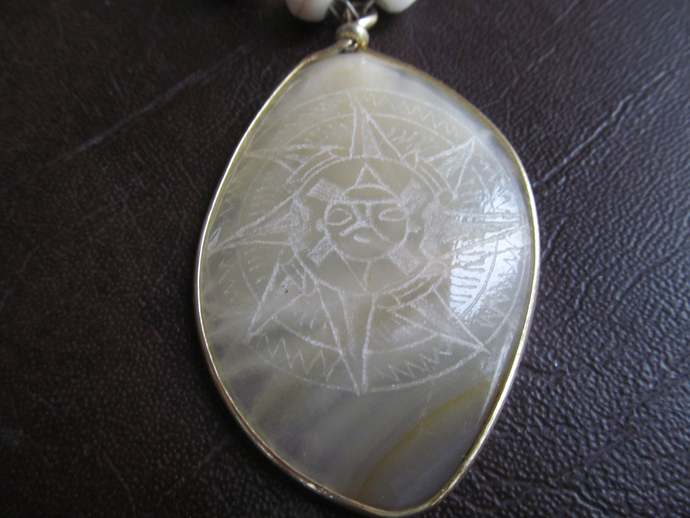Beautiful vintage Quartz necklace with carved pendant