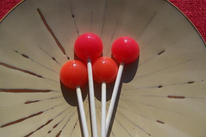 15 Dum Dum style small round lollipops suckers